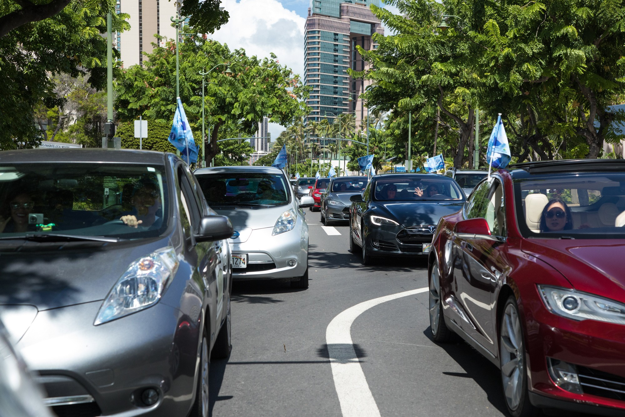 a photo from the Second Annual Electric Island Drive and EV Fair in Honolulu, HI, organized by the Sustainable Transportation Coalition of Hawaii and held on September 17, 2017. There were 90 EVs in the caravan-style drive, and approximately 250 people at the fair. Photo by Shem Lawlor, Hawaii Clean Cities Coalition Coordinator.